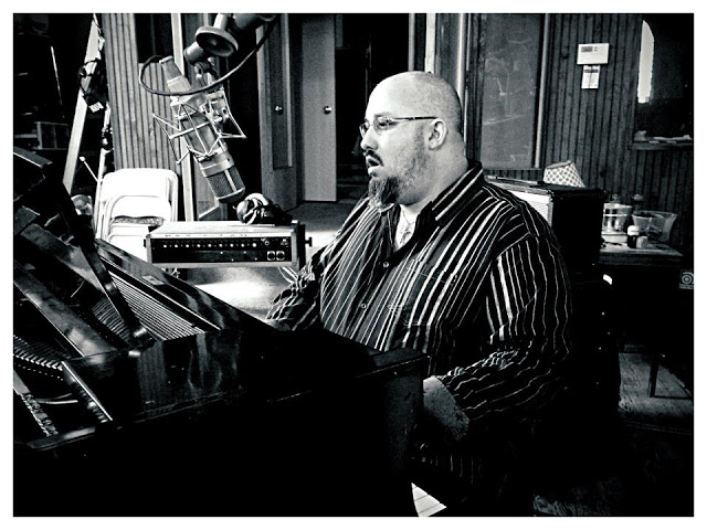 Vocalist/Instrumentalist who's worked with Sir Elton John, Peter Gabriel, Phil Collins, Genesis and many more.